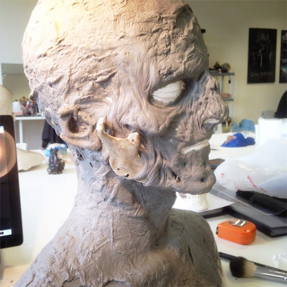 zombie-sculpture